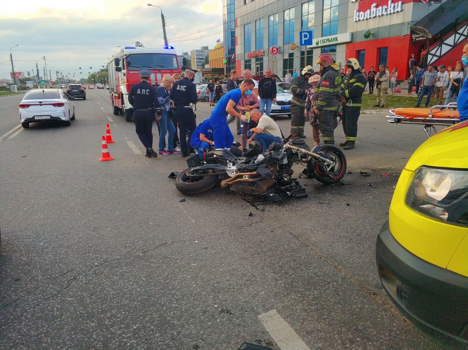 Из-за иномарки в Твери мотоциклист серьёзно пострадал
