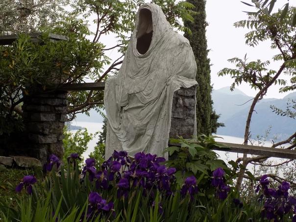 Привидения замка Вецио на озере Комо. Средневековый замок Вецио является одной из интересных достопримечательностей города Варенна в Италии. Однако замку принесли популярность не местные красоты