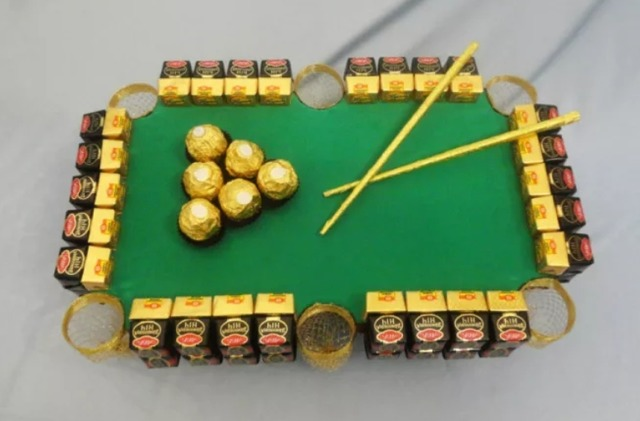 Как сделать бильярд из конфет своими руками мастер-класс, Как сделать спортивные снарялы из конфет своими руками мастер-класс,