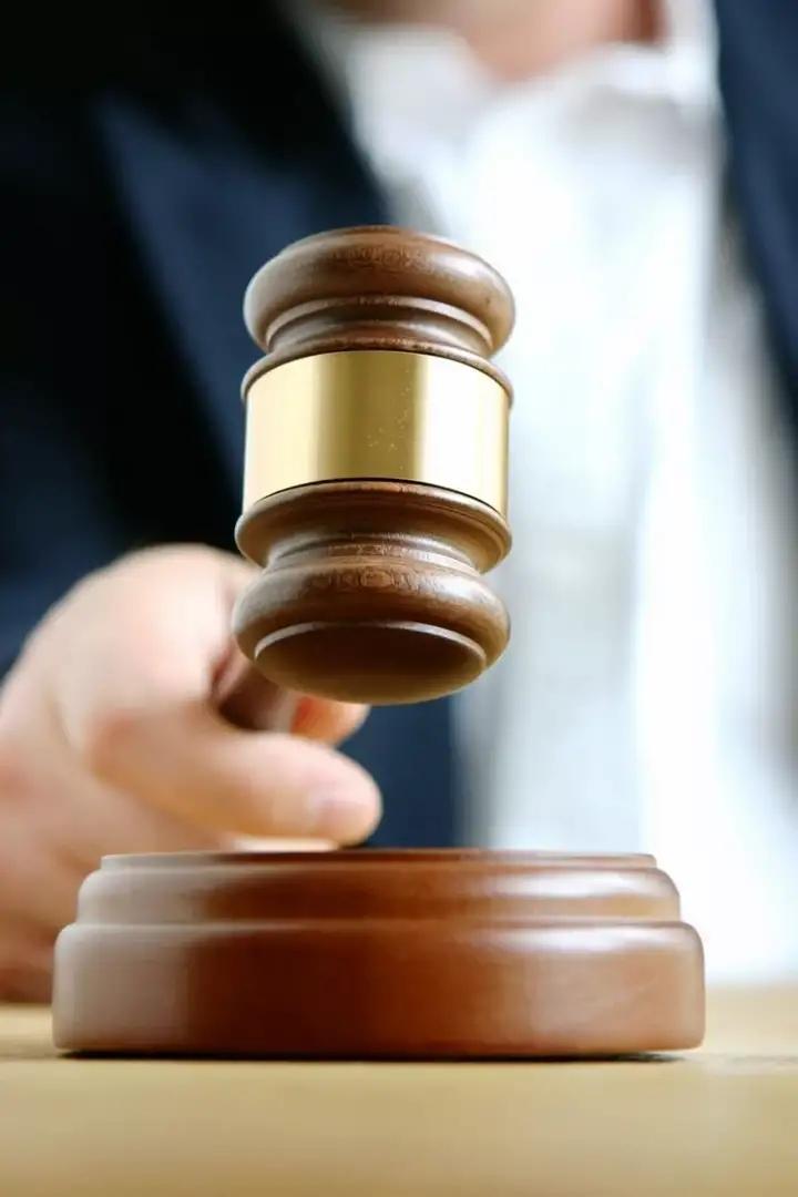 Мужчине, который бутылкой проломил голову мальчишке, суд дал 13 лет