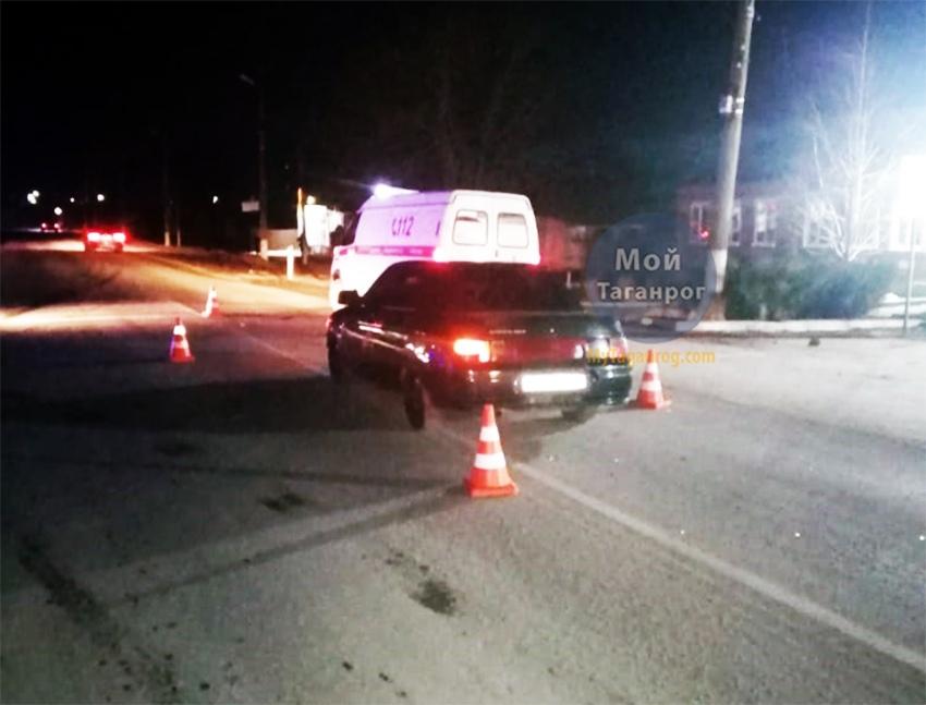 Под Таганрогом водитель «ВАЗ-21102» на пешеходном переходе сбил 64-летнюю женщину