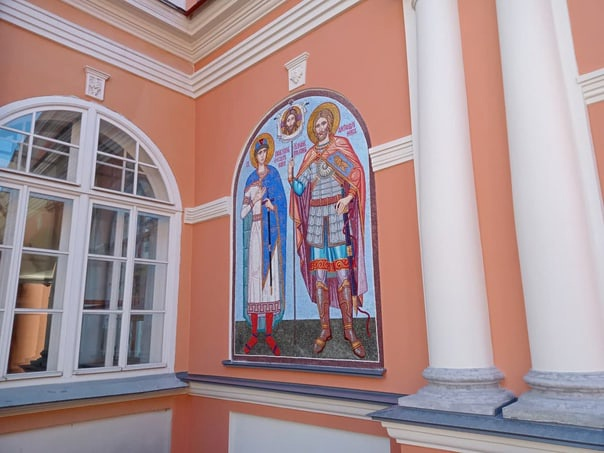 Петербургские мастера с инвалидностью подарили городу моз...