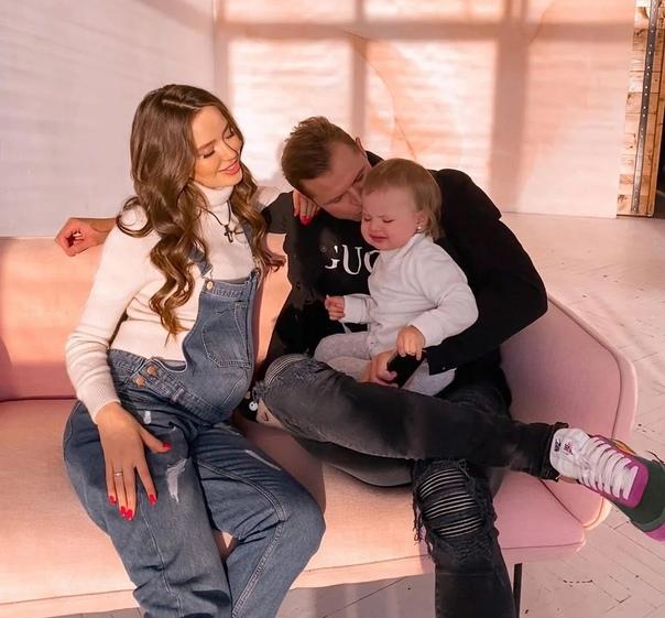 Анастасия Костенко и Дмитрий Тарасов раскрыли пол будущего нового третьего ребенка