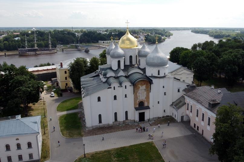 Великий Новгород с высоты птичьего полета. Вид на реку Волхов