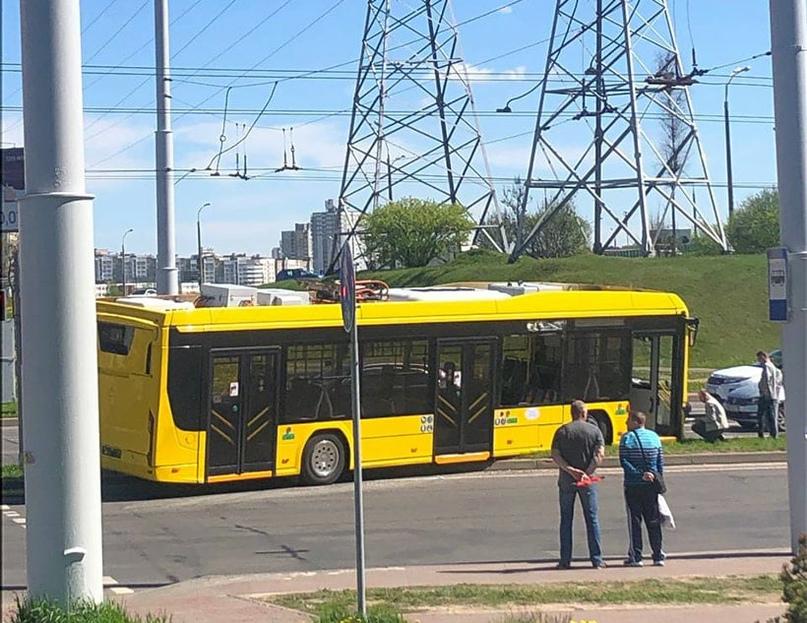 Новый электробус попал в ДТП в Минске