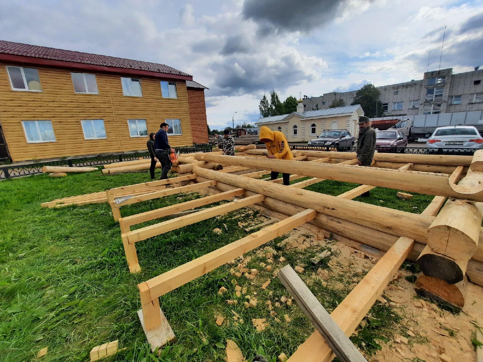 Продолжаются занятия по каркасно-строительному мастерству.