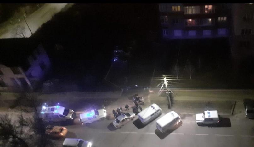❗В центре Курска пьяный с ножом напал на девушку😱