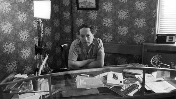 23 сентября 1936 года родился историк Эдвард Радзинский