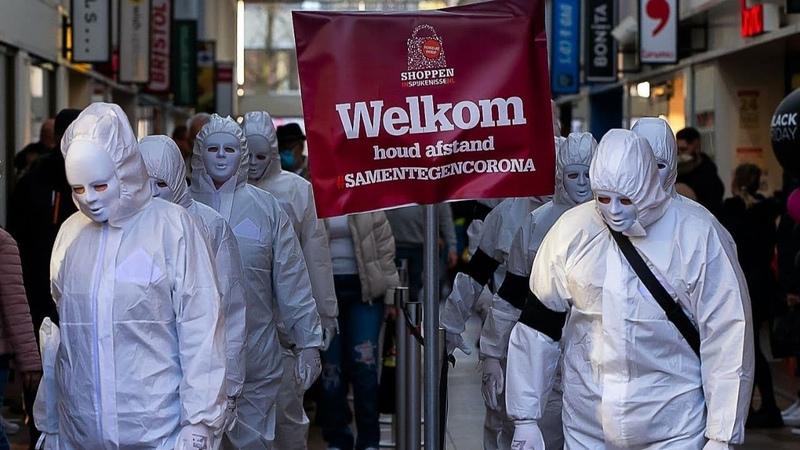 Mysterieuze kunstzinnige protestmars in Nederland Guerilla Mask Force