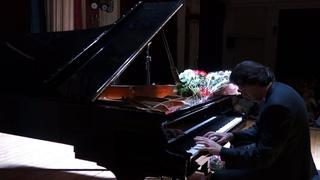 . Prelude in b minor,  Karen kornienko, piano