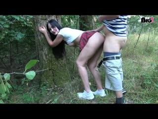 young devotion немка трахается со своим парнем в лесу