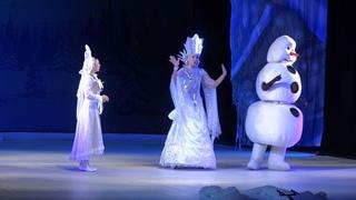 Юным жителям Тамбова показали новогоднее представление о приключениях Деда Мороза и его помощников