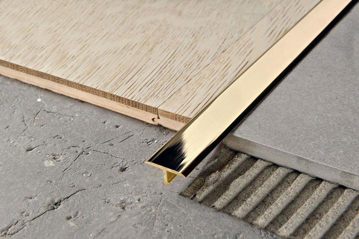 Встретились ламинат и плитка: как состыковать разные материалы на полу без порожка и щелей., изображение №5