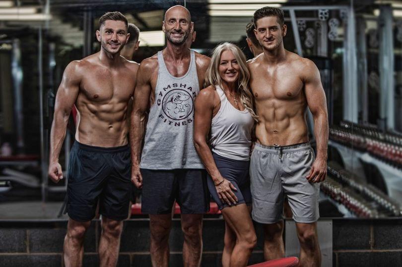 Родители с сыновьями решили похудеть всей семьей и записались в зал.