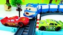 Disney Cars videos - Lightning McQueen cars are stuck on the railway.