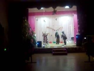 Новогоднее представление с Бабками Ёжками.mp4